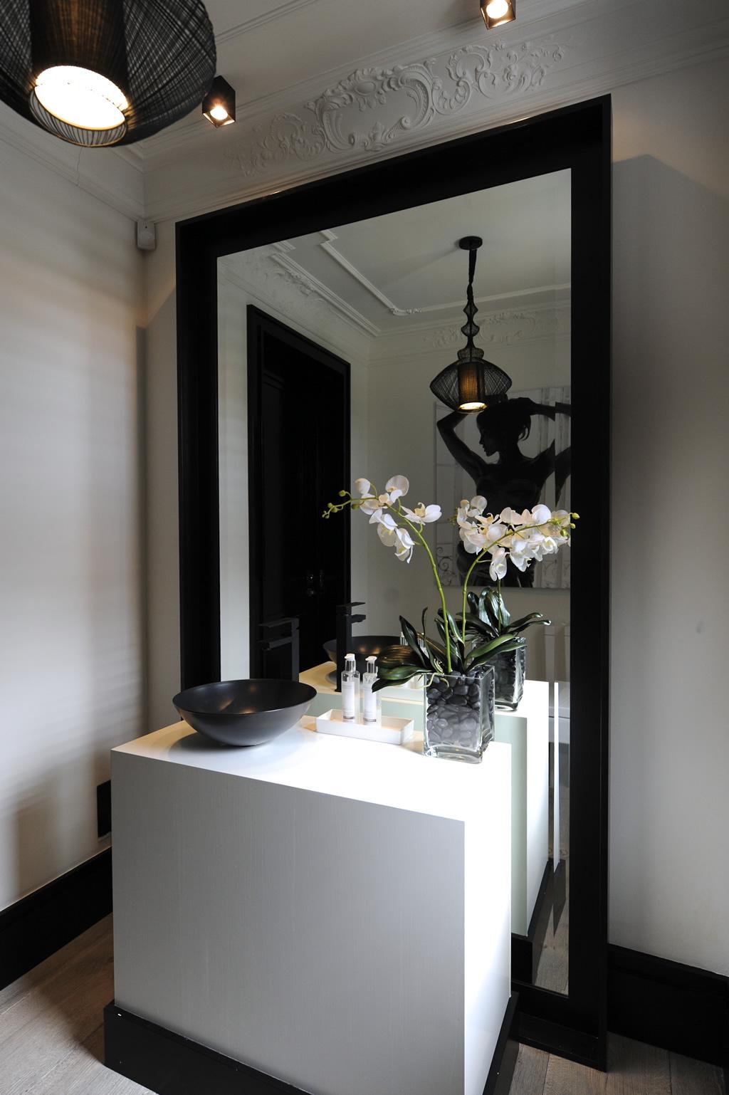 aleksandra miecznicka black white. Black Bedroom Furniture Sets. Home Design Ideas